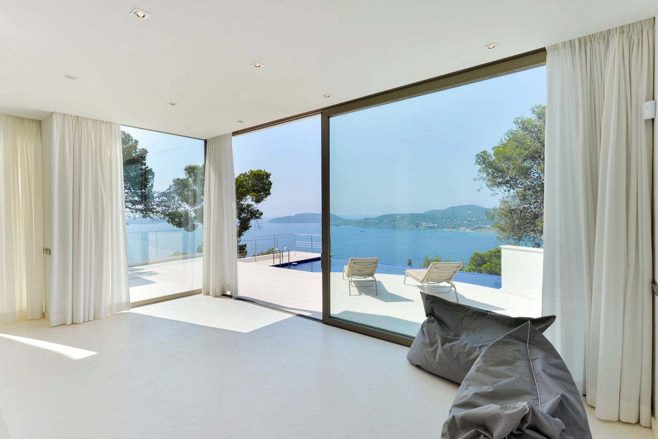 Modern 3 bedroom luxury villa with spectacular sea views in Sant Vicente